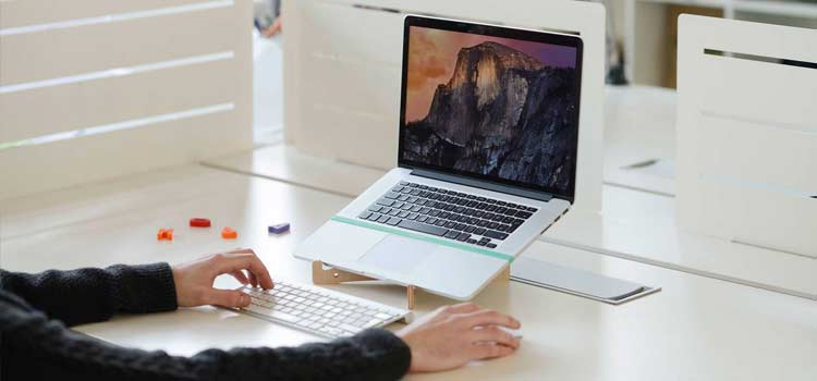 thuiswerken-laptop-stand-laptopstandaard
